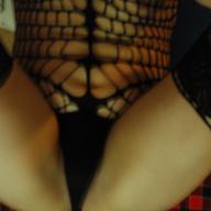In einem engen Kleidchen mit Strapse und einem Tanga möchte ich dich verführen und verwöhnen. Ich nehme etwas ein um mich zu entspannen und werde immer lasziver, streichle mich leidenschaftlich vor dir. Du geniesst es mich so zu sehen, es macht dich scharf und vergnügst dich an meinem engen aber lüsternen sexy Hintern. Was du auch willst, du schaffst es mich zu überreden und ich bin mit voller Leidenschaft dabei. So eine schöne Zeit, ich freu mich schon.